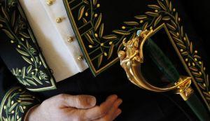l-uniforme-traditionnel-des-membres-de-l-academie-francaise_4108728